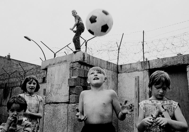 Children playing at the Berlin Wall in Berlin Wedding Berlin Germany 1963Thomas HoepkerMagnum Photos